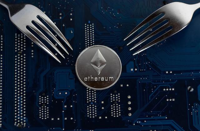 Ethereum-eth-Constantinople-St-Petersburg-Yukseltmeleri-Bu-Hafta-Gerceklesecek-hard-fork-madencilik-mining-pos-proof-of-stake-vitalik-buterin-kripto-para-cryptocurrency-blok-zincir-blockchain