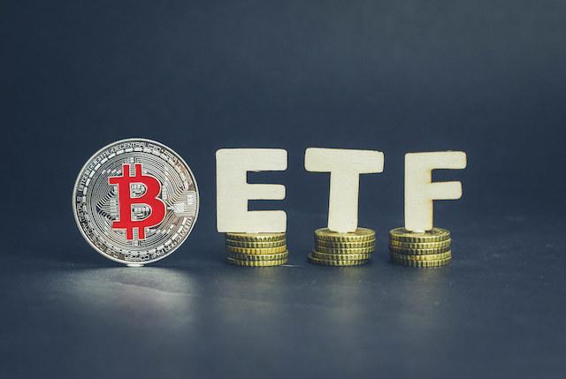 SEC-Komisyon-uyesi-Hester-Peirce-Duzenleyici-Gecikmelerin-Engelledigi-Kripto-Endustrisi-ile-ilgili-Konustu-kripto-para-cryptocurrency-blok-zincir-blockchain-bitcoin-btc