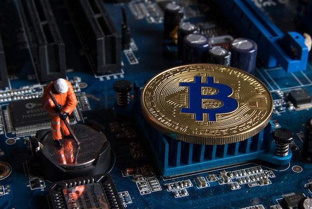 Alman-Firmasi-Mobil-cevre-Dostu-Bitcoin-BTC-Madencilik-Mining-Konteynerlerini-Acikladi-hash