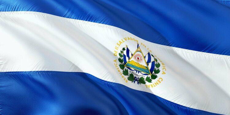 El Salvador'da Benzine İndirim
