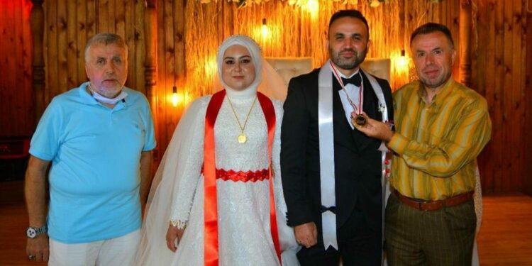 Düğünde Takılan Kripto Para Yüzleri Gülümsetti